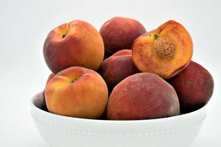 3 pounds of peaches