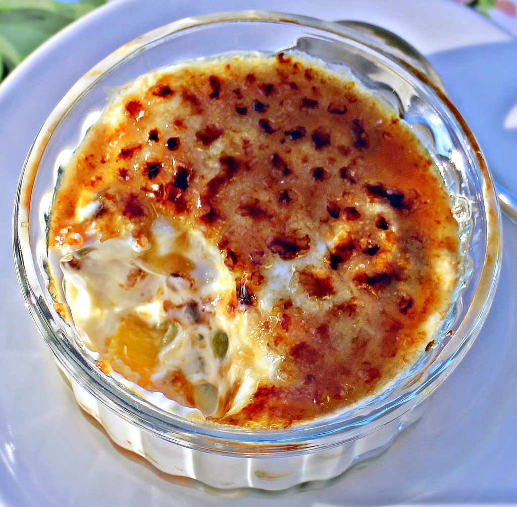 Fat-Free Greek Yogurt Fruit Brulee