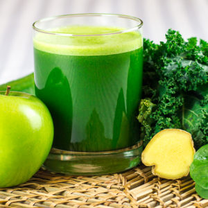 green detox juice smoothie