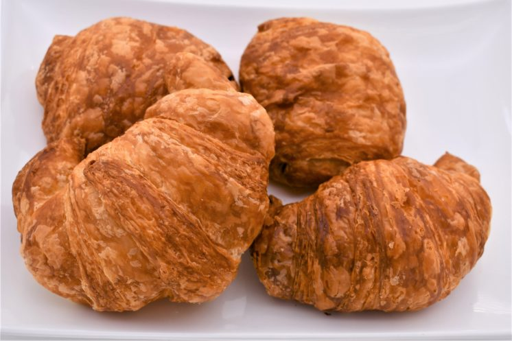 french pastry cafe plain croissants